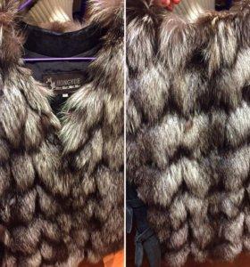 Меховая жилетка чернобурка