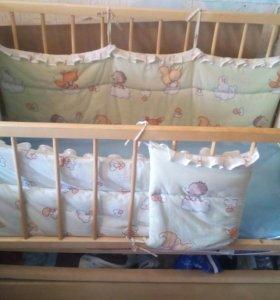 Детская кроватка с ящиком. Маятником.