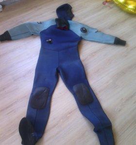 Водолазный сухой костюм