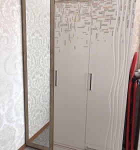 Трёхдверный шкаф с зеркалом для спальни