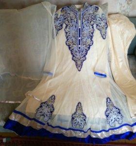 Платье и штаны