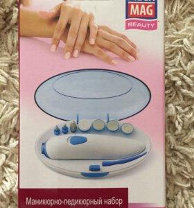 Маникюрно-педекюрный набор Mega Mag Beauty