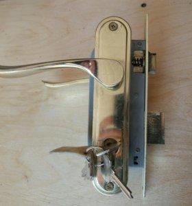Замок дверной с комплектом ключей