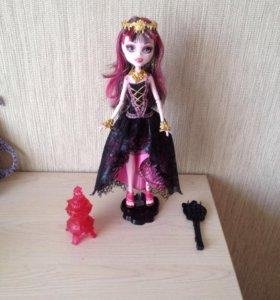 Куколка Дракулаура