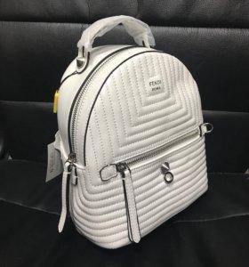 Прекрасный кожаный рюкзак Fendi 😍