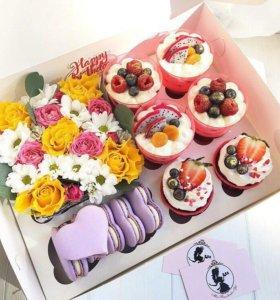Набор с цветами и пироженками