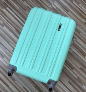 Средний ударопрочный чемодан модель Mint