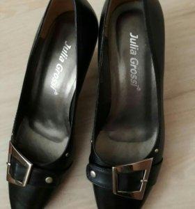 Туфли женские черные в отличном состоянии 38 разм