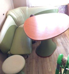 Кухонная мебель:мягкий уголок,супер стол,2табурета