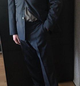 Мужской костюм Versace.
