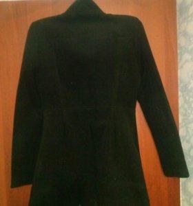 Демисезонное пальто 40-42 размера