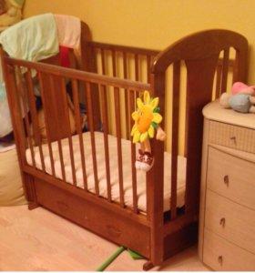 Замечательная детская кроватка с матрасом ( дерево