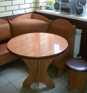 Уголок , стол и 3 стула