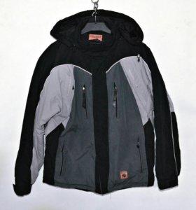 Демисезонная фирменная мужская куртка