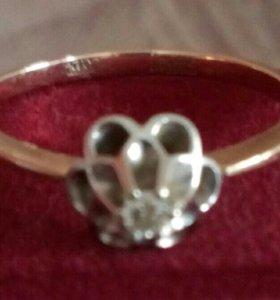 Кольцо золотое с брильянтом
