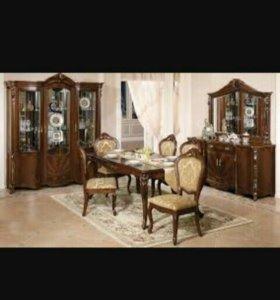 Продаётся жилая. Спальня, горка и комод стол стуль
