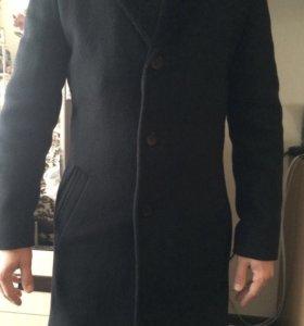 Классическое чёрное пальто до колен