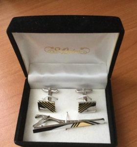 Серебряные  запонки  и держатель для галстука