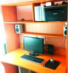 Компьютерный стол и шкаф