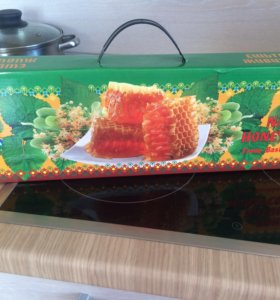 Мед в сотах в подарочной упаковке