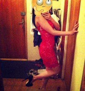 Шикарное платье в обтяг