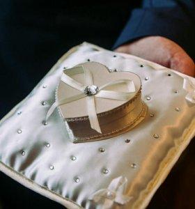 Подушечка со шкатулкой для колец на свадьбу