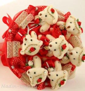 Букет красный из 7 плюшевых мишек, игрушек