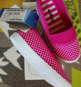 Туфли для девочки(кеды)новые!!!