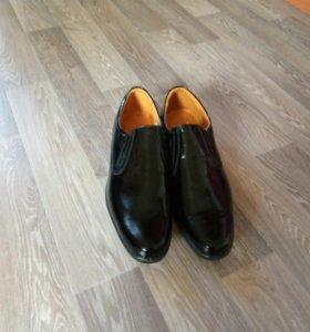 Туфли лакерованные новые