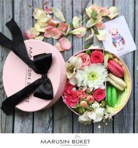 Коробочка с цветами и макаронс Small