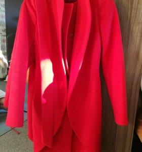Пальто красное приталенное 44 S
