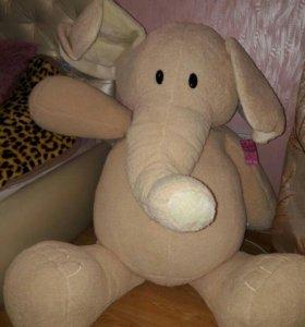 Слон плюшевый