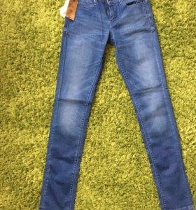 джинсы guess