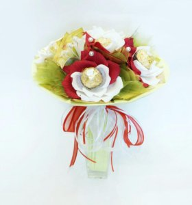 Букет из конфет Розы Ферреро с чаем