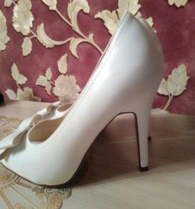 Беленькие туфельки 39