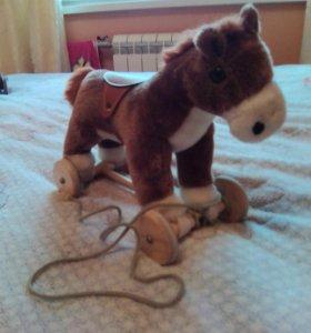 Лошадка игрушечная