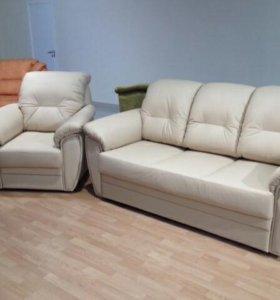 Кожаный диван с креслом новые