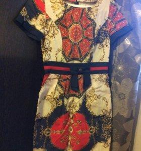 Платье с необычным принтом