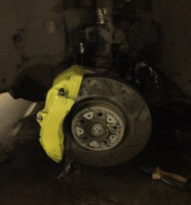 Передние суппорта 17z 6 поршней на Volvo S60R