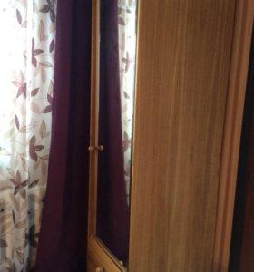 Шкаф с зеркалом