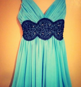 Нарядное красивое пышное платье