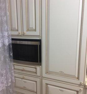 Встраиваемый духовой шкаф-микроволновка.