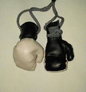 Сувенирные перчатки