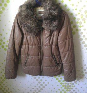 Демисезонная куртка. Размер м.