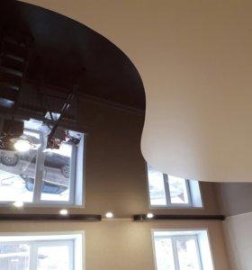Натяжной потолок в гостиную (криволинейная спайка)