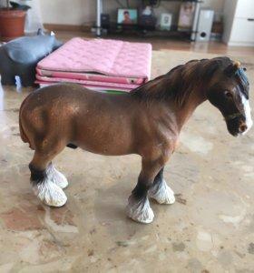 Фигурка лошадки