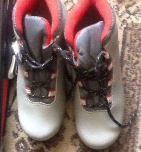 Ботинки лыжные 38 размер и лыжи с еврокреплениями