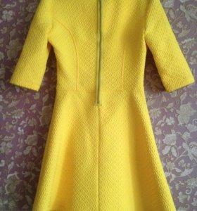 Платье яркое ,жёлтого цвета