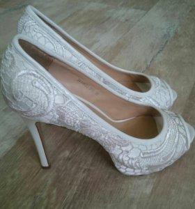 Туфли белые mascotte
