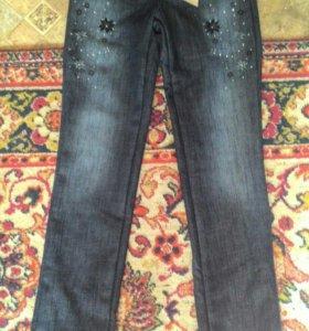 Красивые новые утепленные джинсы скинни